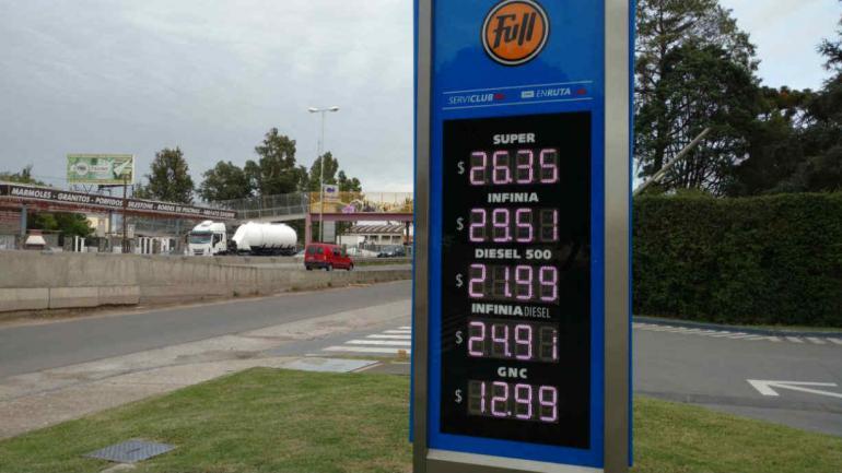 YPF aumentó un 4 por ciento promedio sus combustibles (Raimundo Viñuelas/La Voz).
