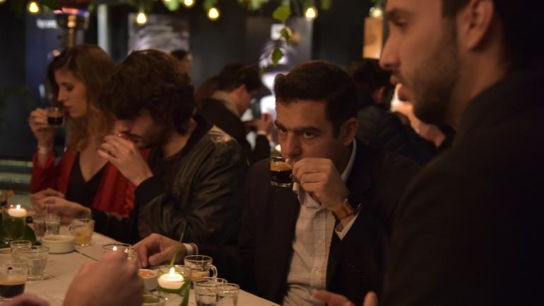 DEGUSTACIÓN. Con los clientes del Club Members de Nespresso en Córdoba, en Estancia Causana. (Facundo Luque)