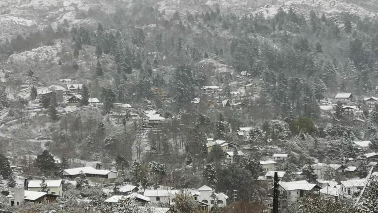 En La Cumbrecita se registró una nevada intensa, que despertó el interés de muchos visitantes (Gentileza Municipalidad La Cumbrecita)