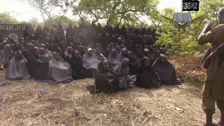 BOKO HARAM. Las niñas que secuestraron de un colegio de Chibok años atrás (AP / Archivo).