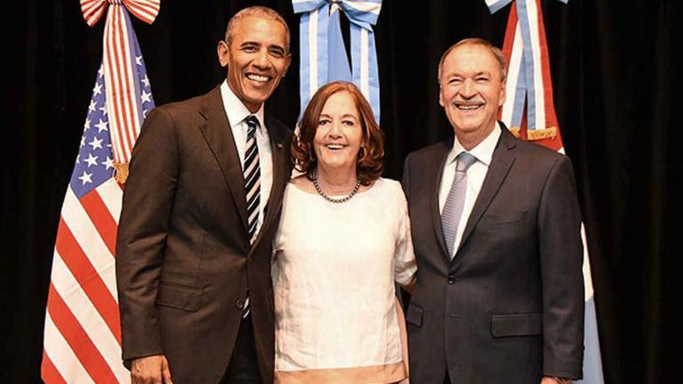 """Schiaretti y su esposa, Alejandra Vigo. """"Una flor entre dos espinas"""", le dijo el expresidente al gobernador."""