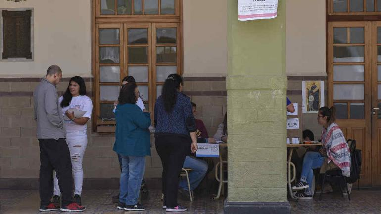 En tres de cada cuatro escuelas observadas se detectó presencia de Cuarto Oscuro Accesibles (Defensor del Pueblo).