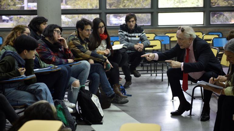 TOMA. Asamblearios y autoridades se reúnen en una Mesa de Trabajo. (La Voz/Archivo)