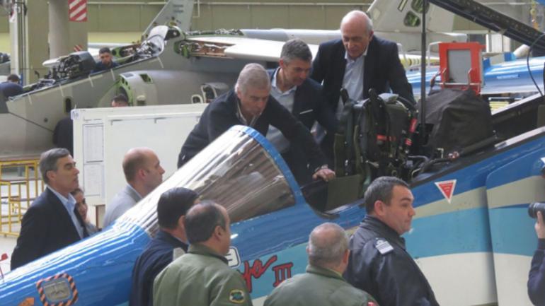 PAMPA III. En el avión, el ministro de Defensa nacional, Oscar Aguad (Gentileza Fadea).