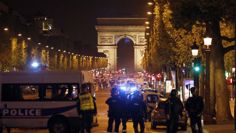 TIROTEO EN PARÍS. Un policía murió tras un tiroteo en la zona de los Campos Elíseos. (AP)