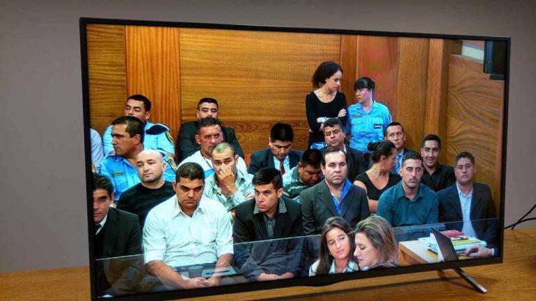 COMIENZO DEL JUICIO. La prensa tuvo acceso a una pantalla (La Voz/Pedro Castillo).