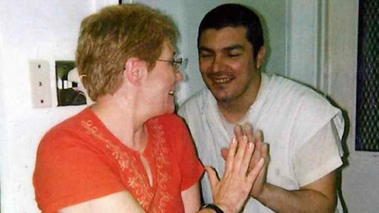 Lidia Guerrero en una de las visitas a su hijo, Victor Saldaño.