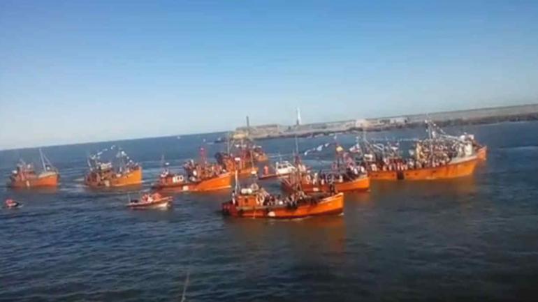 MAR DEL PLATA. La procesión náutica que recordó a los desaparecidos del ARA San Juan (Imagen de video).