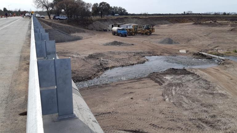 El nuevo puente sobre el arroyo Los Mistoles (La Voz)