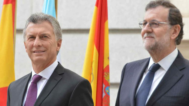 RAJOY Y MACRI. Los mandatarios en un encuentro anterior en España (DyN / Archivo).