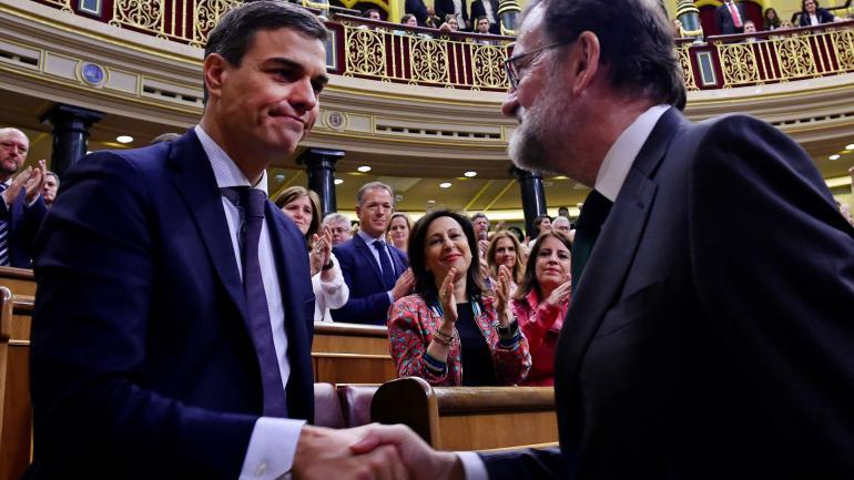 RAJOY Y SÁNCHEZ. Sustituye a Mariano Rajoy en el Gobierno. (AP)