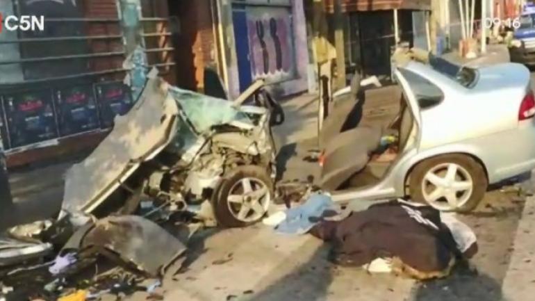 Dos personas murieron tras un potente choque en Ramos Mejía (Clarín).