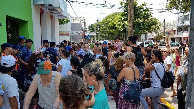 RÍO TERCERO. Protesta por el aumento de luz, agua y cloacas (La Voz).