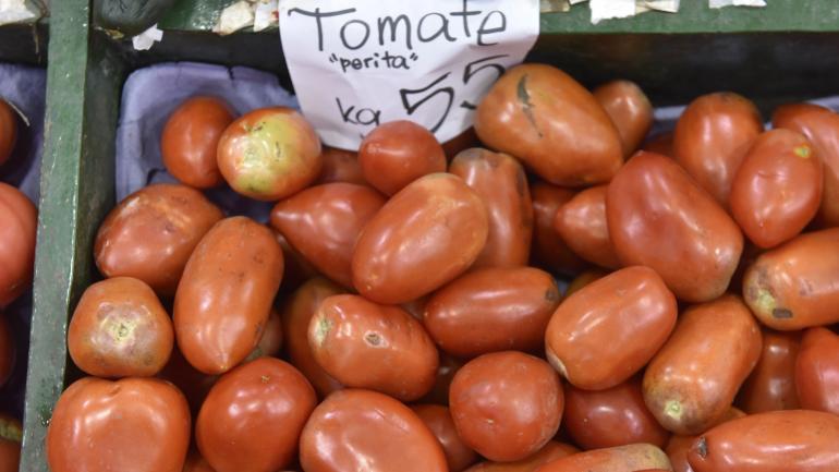 """""""Rellenos"""". El tomate perita está en $ 80 por kilo en las verdulerías. El redondo, un poco menos: $ 70. El cherry vuela: entre $ 130 y $ 150."""