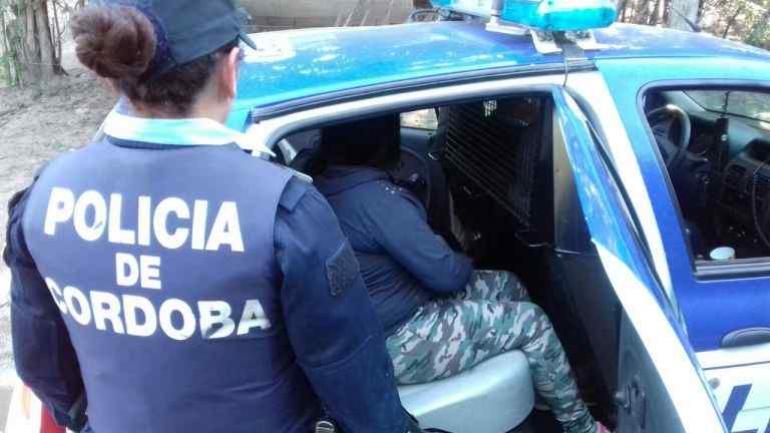 Fueron detenidas dos personas: una mujer y un hombre.