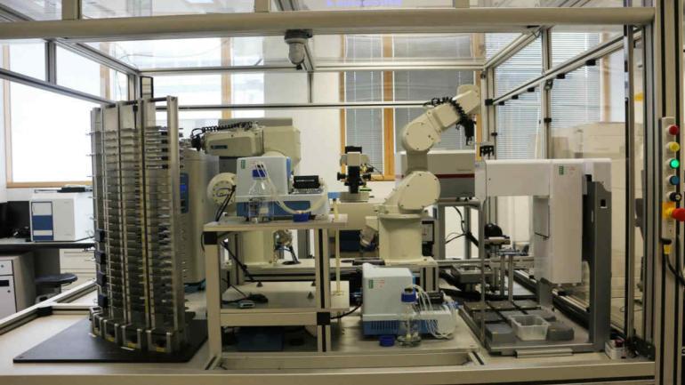 ROBOT. Eve fue desarrollado por un equipo de científicos de las universidades de Manchester, Aberystwyth y Cambridge.