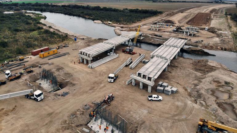 El nuevo cruce sobre el rio Suquía, entre Transito y Río Primero, en ejecución (Foto DNV)