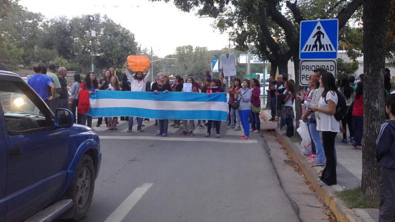 SALSIPUEDES. La protesta en la ruta E-53.