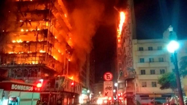 INCENDIO EN SAN PABLO. Al menos cuatro personas se encuentran oficialmente desaparecidas. (AP)