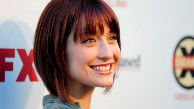 La actriz Allison Mack (conocida por su papel de Chloe en la serie Smallville) reclutaba mujeres para la secta sexual (Clarín)