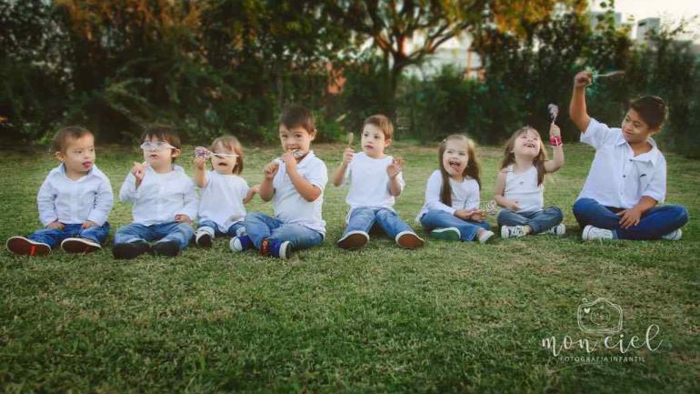 """La foto más difícil, ¡con todos los chicos quietos"""". Foto de Estefanía Turletti, Monciel Fotografía Infantil."""