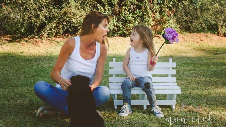 """Flavia Irós le escribió a su hija Alma: """"Amo el maravilloso síndrome de Down"""". Foto de Estefanía Turletti, Monciel Fotografía Infantil."""