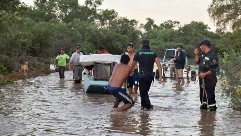 Situación en Salta. Almacenamiento y logística, dos de los desafíos de la entrega de donaciones realizadas por la población para comunidades en emergencia. (Télam)