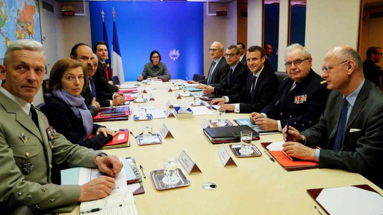 ATAQUE DE MISILES EN SIRIA. Macron y su gabinete de defensa (AP).