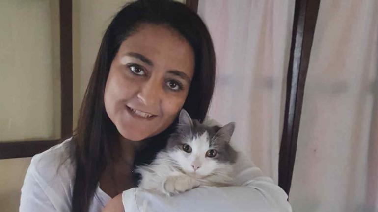 """La legisladora Soher El Sukaria con su gato """"Toto"""". (Twitter)"""