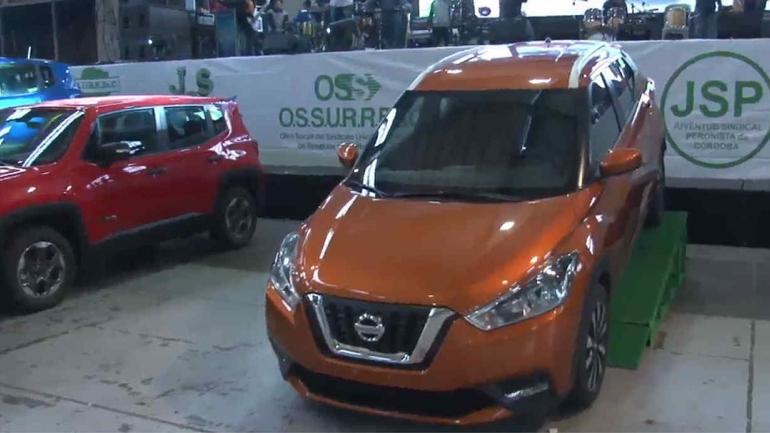 SURRBAC. Se sortearon varios autos y camionetas, entre ellos una Nissan 0 km (captura de video).