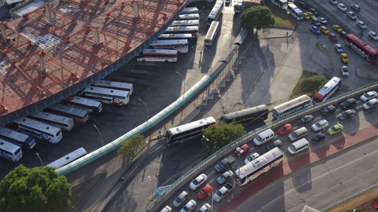 COLECTIVOS. En la Terminal (Javier Cortez/Archivo).
