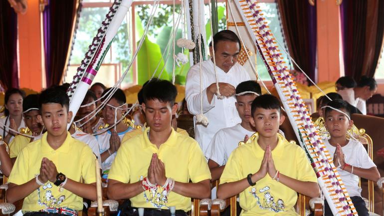 TAILANDIA. Los niños rescatados fueron a rezar a un templo budista (AP).