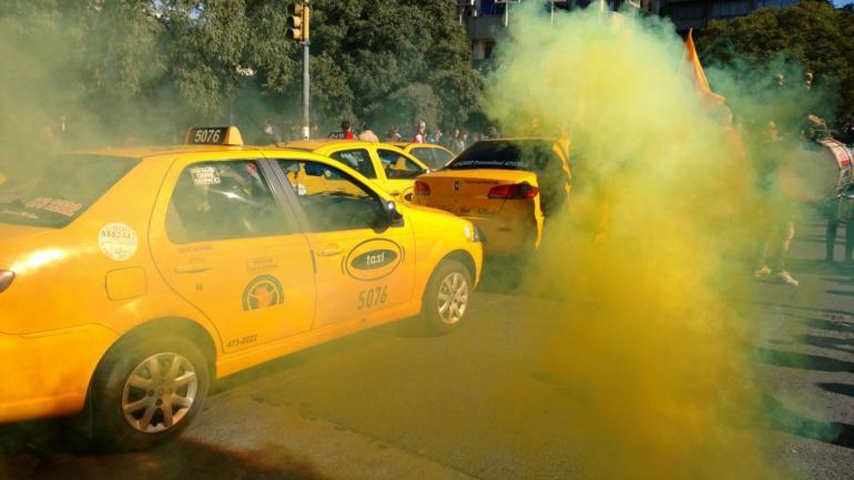 CÓRDOBA. La protesta de los taxistas (La Voz/Pedro Castillo).