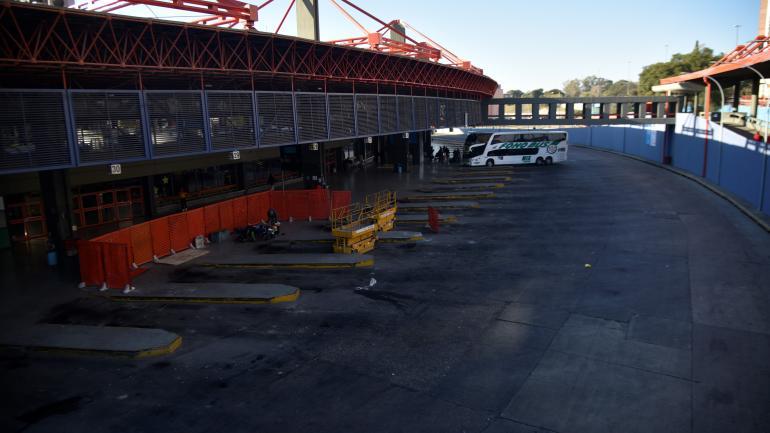 Paralizada. Nula actividad en las terminales por el paro de transporte. El 69% de los comercios, abiertos según la cámara del sector. (Pedro Castillo)
