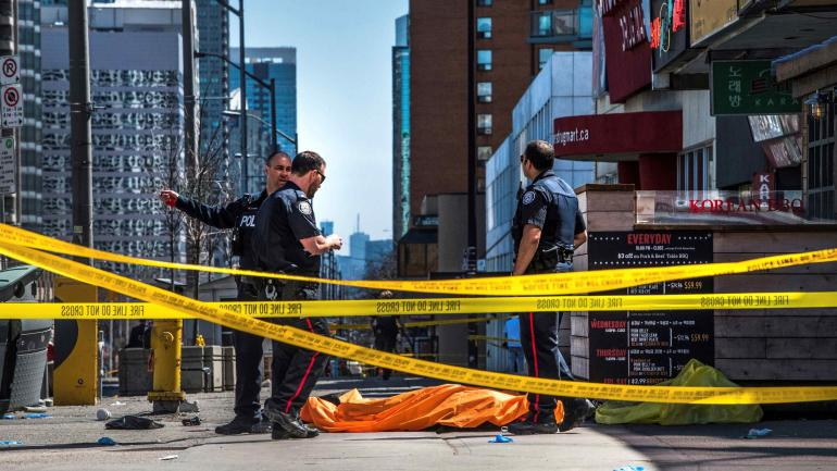 INCIDENTES EN TORONTO. El conductor de la camioneta que atropelló a un grupo de personas en Toronto quedó detenido. (AP)