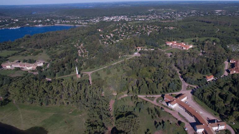 """Un complejo impresionante. Desde el aire se ve la dimensión del complejo, que tiene 7 hoteles y 51 """"bungalows"""" en 300 hectáreas. (La Voz)"""