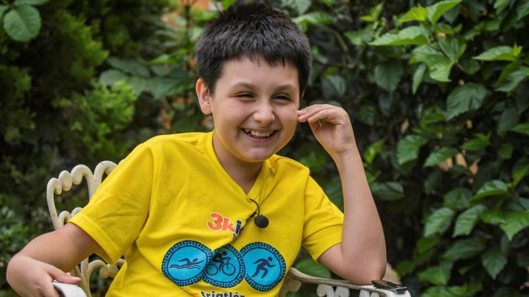 Carlos Antonio Santamaría Díaz enseña su carnet universitario en Ciudad de México, México, el 31/07/2018. A sus 12 años, Carlos se inscribió en la Universidad Nacional Autónoma de México (UNAN) para estudiar Física Biomédica. (DPA)