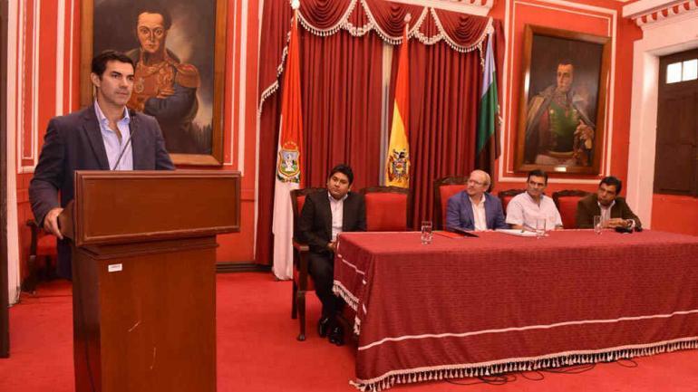 El gobernado salteño estuvo en Bolivia y reivindicó la ayuda recíproca en materia sanitaria. (Gentileza Gobierno de Salta)