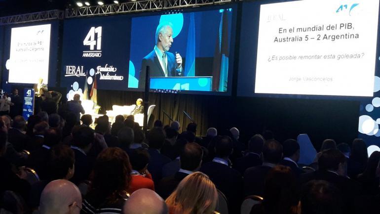 COMPARACIÓN. El economista Jorge Vasconcelos destacó cómo un país como Australia, similar a la Argentina, logró un crecimiento sostenido. (LA VOZ)