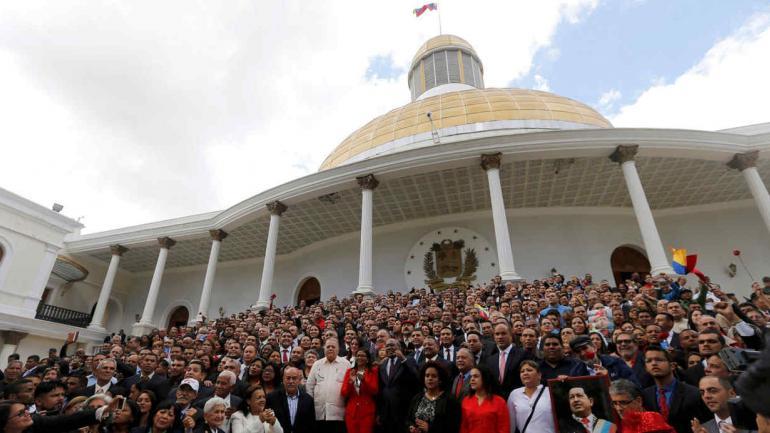 VENEZUELA. La Asamblea Nacional Constituyente aprobó por decreto adelantar las elecciones (AP).