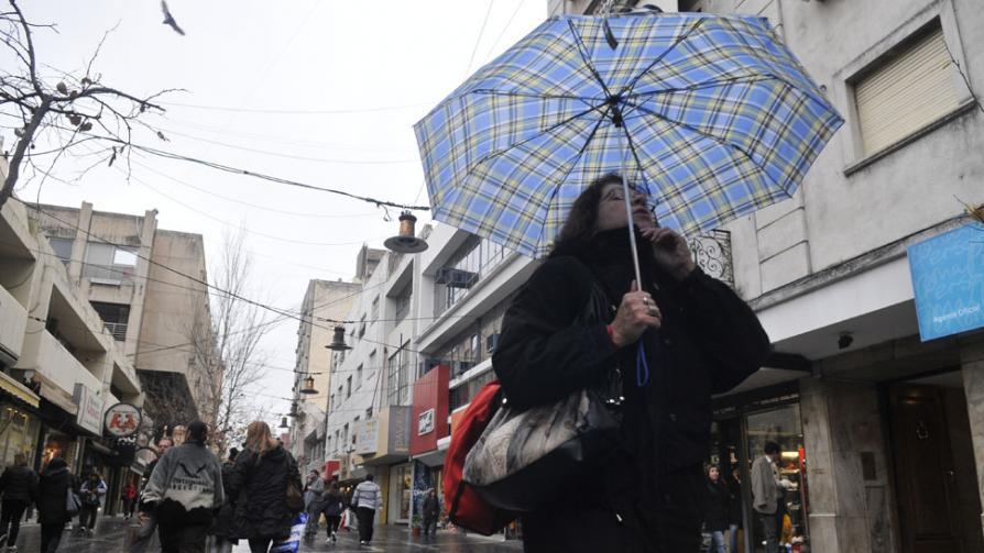 LLUVIA. Luego de varios meses, volvió a llover en Córdoba. Hay alerta meteorológica. (Pedro Castillo / La Voz).