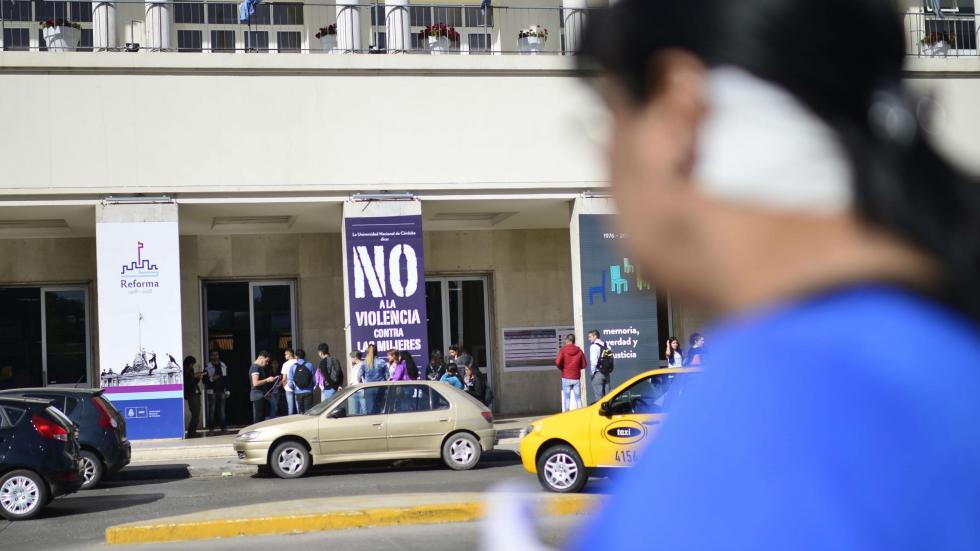 Brutal ataque abre debate sobre la violencia de g nero en for Comedor universitario unc